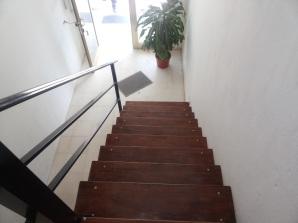 escalera entr-hacia-aba
